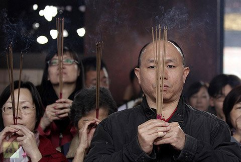 Tiêu điểm - Cảnh hương khói nghi ngút đầu năm ở châu Á (Hình 4).