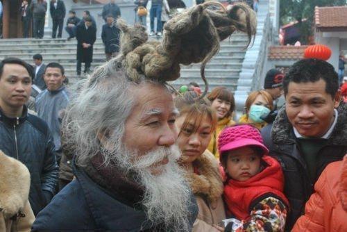 'Dị nhân' tóc búi hình rồng bất ngờ xuất hiện ở hội Lim ảnh 2