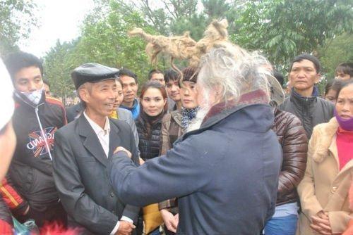 'Dị nhân' tóc búi hình rồng bất ngờ xuất hiện ở hội Lim ảnh 3