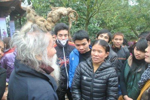 'Dị nhân' tóc búi hình rồng bất ngờ xuất hiện ở hội Lim ảnh 4