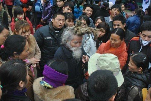 'Dị nhân' tóc búi hình rồng bất ngờ xuất hiện ở hội Lim ảnh 7