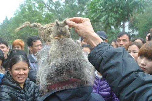 'Dị nhân' tóc búi hình rồng bất ngờ xuất hiện ở hội Lim ảnh 9