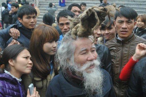 'Dị nhân' tóc búi hình rồng bất ngờ xuất hiện ở hội Lim ảnh 10