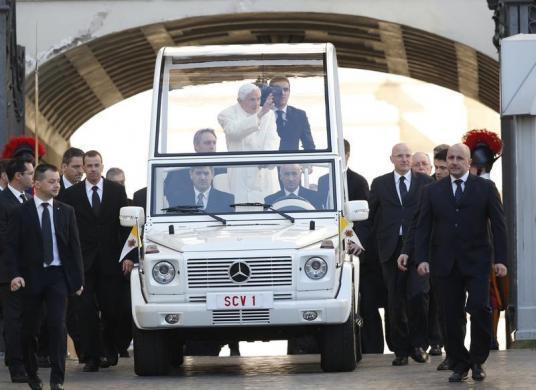 Tiêu điểm - Giáo hoàng Benedict chia tay trước 'biển người' (Hình 2).