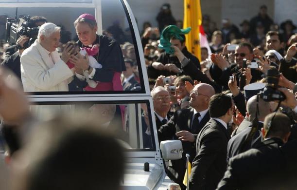 Tiêu điểm - Giáo hoàng Benedict chia tay trước 'biển người' (Hình 6).