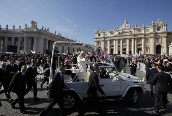 Tiêu điểm - Giáo hoàng Benedict chia tay trước 'biển người' (Hình 8).
