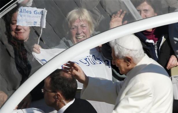 Tiêu điểm - Giáo hoàng Benedict chia tay trước 'biển người' (Hình 9).
