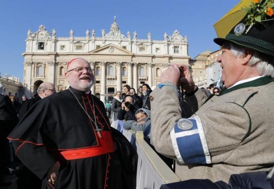 Tiêu điểm - Giáo hoàng Benedict chia tay trước 'biển người' (Hình 10).