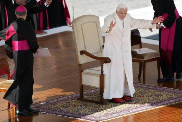 Tiêu điểm - Giáo hoàng Benedict chia tay trước 'biển người' (Hình 11).