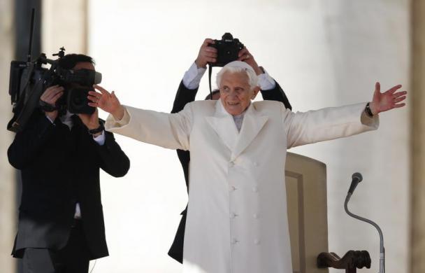 Tiêu điểm - Giáo hoàng Benedict chia tay trước 'biển người' (Hình 14).