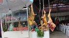 Thịt thú rừng giả lủng lẳng ở chùa Hương