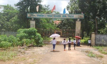 Trường THCS Hoàng Hoa Thám là một trong số các cơ sở giáo dục trên huyện Ia Grai (tỉnh Gia Lai), giáo viên bị chậm chi trả tiền lương và phụ cấp thu hút hàng tháng. (Ảnh: GiaLai Online)