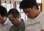 Vượt đèn đỏ đánh CSGT, 3 người lãnh án