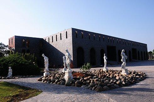 Bất động sản - Những đại gia Việt bỏ triệu đô xây lâu đài châu Âu
