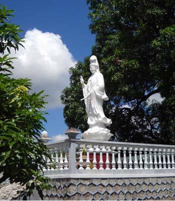 Bí ẩn linh thiêng về ngôi chùa Đá Trắng ở Phú Yên