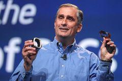 Intel 'gặp họa' vì Microsoft miễn phí Windows 10
