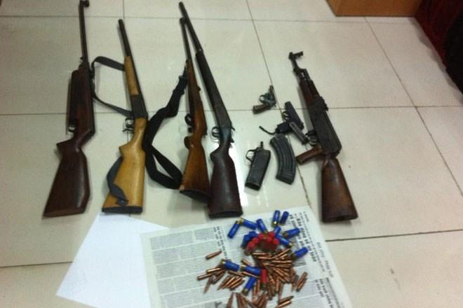 Liều mạng buôn lậu cả kho súng đạn vào Việt Nam