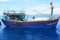 Cứu hộ 12 thuyền viên gặp nạn trên biển