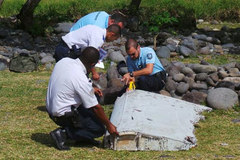 Nghi ngờ bủa vây 'mảnh vỡ MH370' ở Reunion
