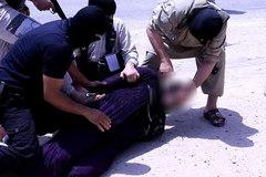 Bị IS chặt đầu vì mặc giả gái đào tẩu