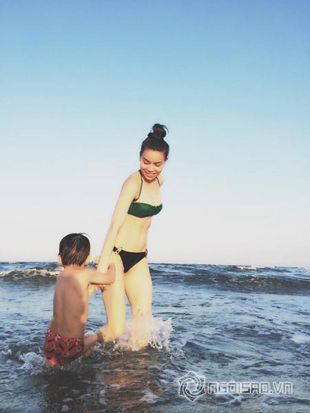 Hồ Ngọc Hà mặc bikini 'trồng cây chuối' khoe thân hình tuyệt mỹ