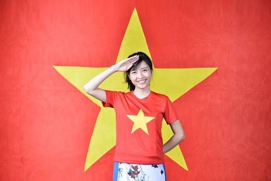 Mặt mộc xinh đẹp không tì vết của Jennifer Phạm, Đan Lê