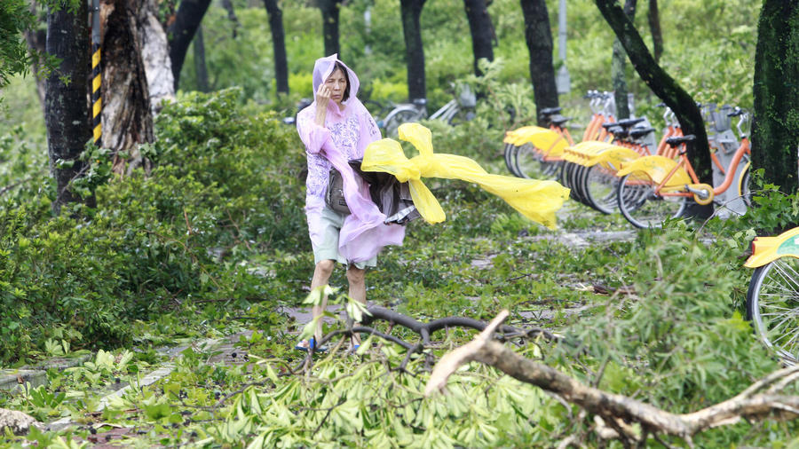 Siêu bão mạnh nhất năm tàn phá Trung Quốc