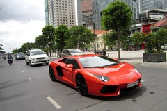 Siêu xe Aventador triệu đô bên phố đi bộ Nguyễn Huệ
