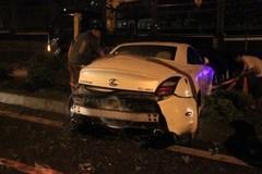 Xe Lexus không biển số 'làm loạn' trên đường