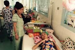 Cha mẹ làm thuê con không tiền chữa bệnh