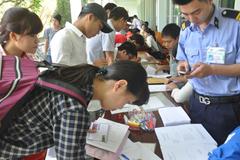 Vượt gần 500km về Hà Nội nộp hồ sơ xét tuyển đại học