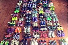 """Em bé Hà Nội 3 tuổi sở hữu tủ đồ 100 đôi giày gây """"choáng"""""""