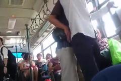 Clip: Kẻ gian móc túi trắng trợn trên xe buýt