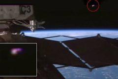Người ngoài hành tinh đang theo dõi trạm ISS?