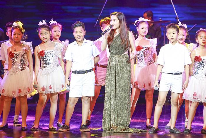 Thanh Lam, Mỹ Linh, Tùng Dương, Tấn Minh, Nguyễn Ngọc Anh, Ngọc Khuê,