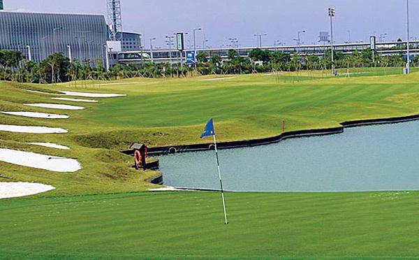 Mở sân golf, casino trong sân bay chiều khách chậm chuyến