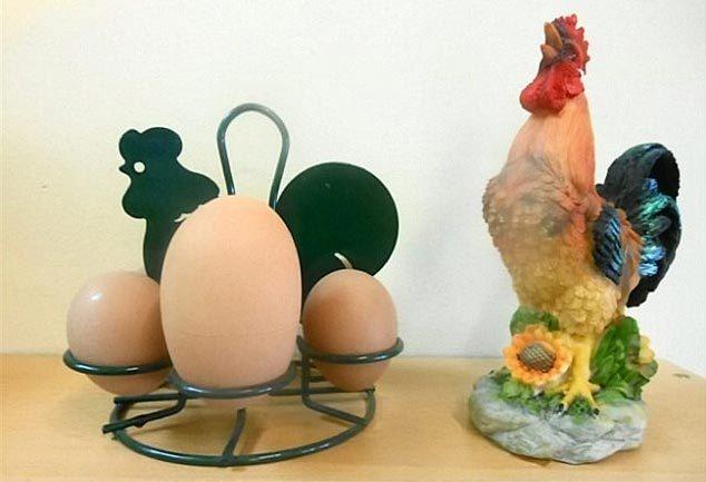 Cận cảnh quả trứng 4 lòng đỏ cực hiếm gặp