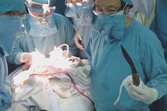 Bộ trưởng Y tế khen bác sĩ vụ cứu cháu bé bị đâm xuyên sọ
