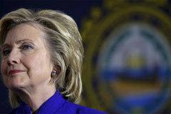 Hillary Clinton nộp máy chủ email cho FBI