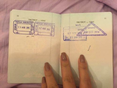 Cô gái bức xúc khi bị hải quan Singapore trả về nước