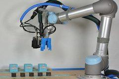 """Trình làng robot biết """"đẻ con"""" và tự tiến hóa"""