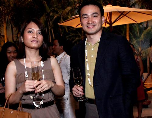 Người vợ kín tiếng đứng sau thành công của diễn viên Chi Bảo