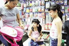 Trẻ dễ ngộ độc vì sách, vở, đồ dùng có mùi thơm