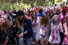 """Hàng trăm """"xác sống"""" chiếm công viên của Nga"""