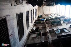 9 hộ dân bám trụ trong tòa nhà biểu tượng một thời ở Sài Gòn