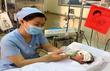 Thời sự trong ngày: Bé sơ sinh bị đâm xuyên sọ hồi phục kỳ diệu