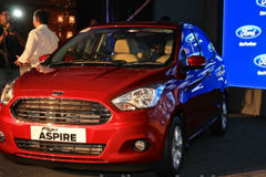 Phát sốt ôtô Ford giá 200 triệu