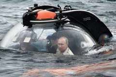 Tổng thống Putin đi tàu ngầm thám hiểm đáy Biển Đen
