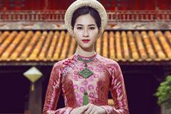 Hoa hậu Thu Thảo nền nã trong áo dài truyền thống