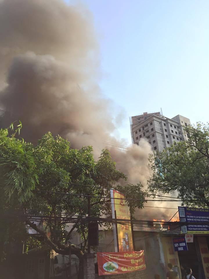 Hà Nội, cháy lớn, hồ Đền Lừ, khói đen kịt trời